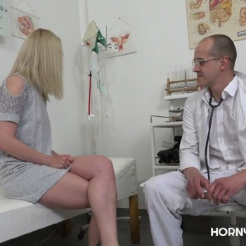 Amateurs - Gyno exam for hot blonde babe (2018) 1080p