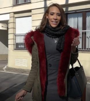 Lucie - Lucie, gros delire a Versailles (2018) 1080p