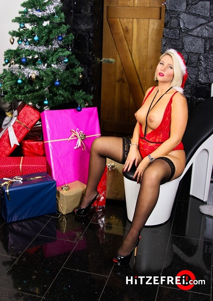 Unleashed - Tatjana Young - Christmas Cums Sooner This Year (2018)