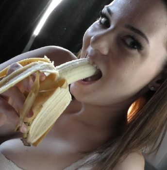 Becky Berry - 20yo Becky Berry Good Morning Sucking And Swallowing (2017) 720p