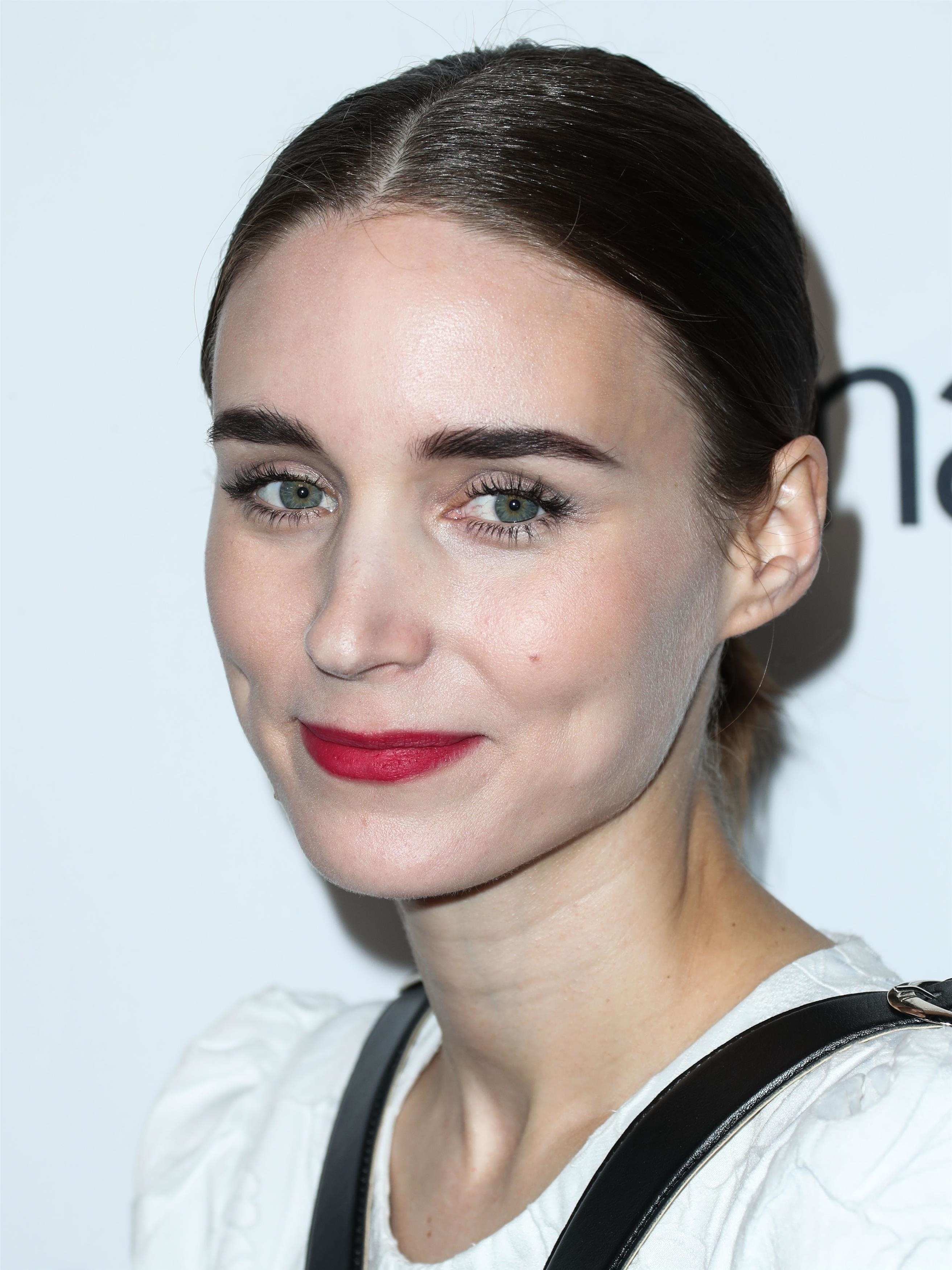 Rooney Mara steps out with a giant diamond ring - IBTimes ...  |Rooney Mara