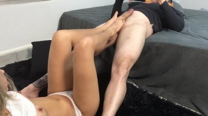Gabby Ferraz - FOXY STEP-SISTER KNOWS HOW TO TEASE ME - A PERFECT FEETJOB BY GABBY FERRAZ (2021 GabbyFerraz) [HD   720p  69.62 Mb]