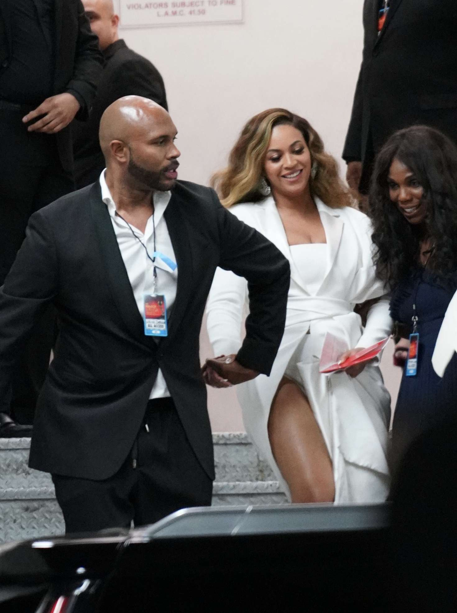 Beyonce_-Arrives-at-50th-Annual-NAACP-Image-Awards--10.jpg