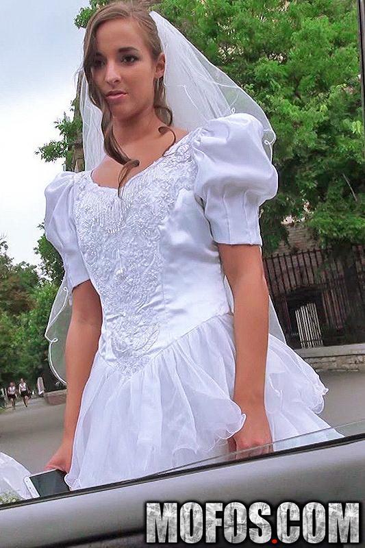 Amirah Adara - Rejected Bride Bangs Stranger (2021 StrandedTeens.com Mofos.com) [FullHD   1080p  3.08 Gb]