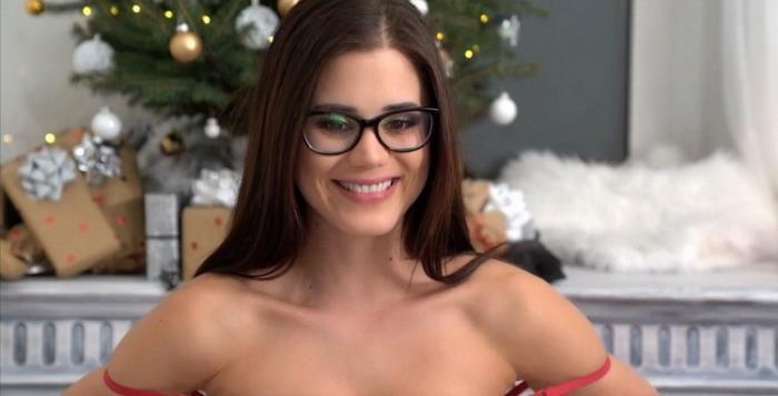 Little Caprice - Christmas Webcam Show 2018 (2021 LittleCaprice-Dreams.com) [FullHD   1080p  1.02 Gb]