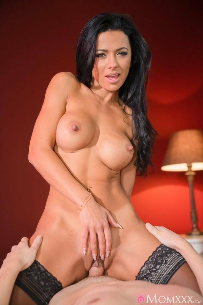 Shalina Devine - Lonely MILF room service special (2021 MomXXX.com SexyHub.com) [SD   480p  274.6 Mb]