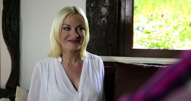 JacquieetMichelTV.net Indecentes-Voisines.com: Opulence esthetique Starring: Caroline