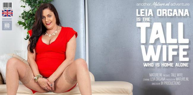Mature.nl: Mature Leia Organa is tall, horny and all alone! Starring: Leia Organa (EU) (51)