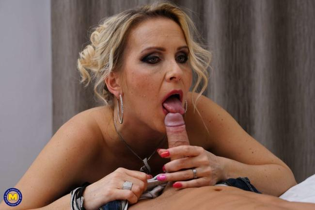 Julia Pink - Horny fucking and sucking MILF Julia Pink loves eating her toy boys ass (2021 Mature.nl Mature.eu) [FullHD   1080p  1.45 Gb]