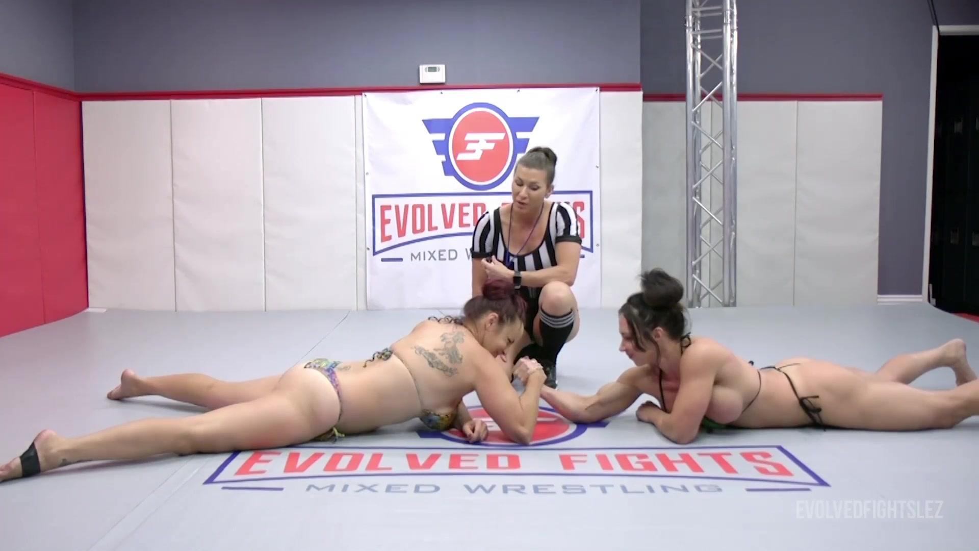 EvolvedFightsLez 20 09 29 Bella Rossi Vs Brandi Mae Arm Wrestling XXX 1080p MP4-FETiSH