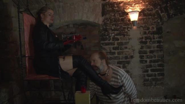 Femdombeauties: Lick My Leather Boots Starring: Syonera Von Styx