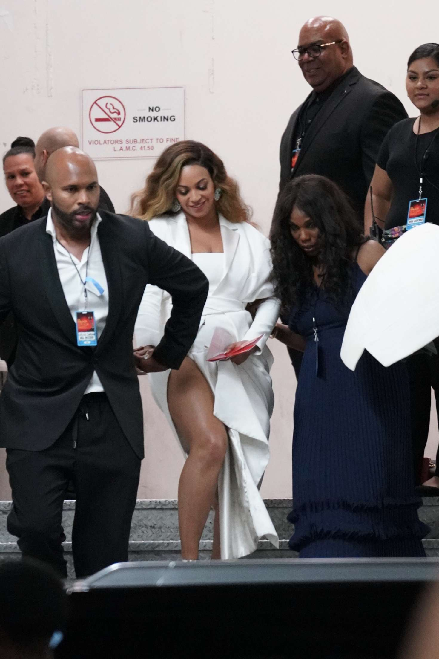 Beyonce_-Arrives-at-50th-Annual-NAACP-Image-Awards--02.jpg