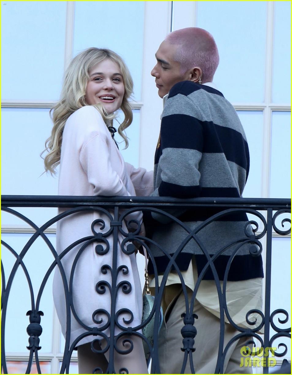 thomas-doherty-gossip-girl-co-stars-film-new-show-nyc-05.jpg