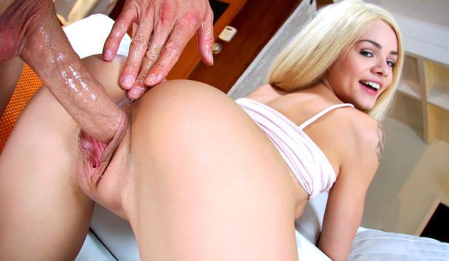 Elsa Jean - Elsa Jean loves Porn (2021 BangBros18.com BangBros.com) [HD   720p  2.18 Gb]