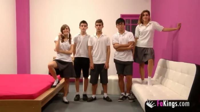FAKINGS.com: Ainara Vuelta al cole: presentacion de la clase y orgia de bienvenida Starring: Ainara Vuelta