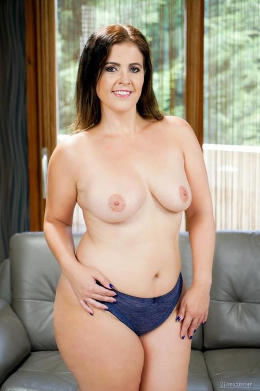 Montse Swinger - Shamefully Schooled (2021 LustyGrandmas 21Sextreme 21Sextury.com) [FullHD   1080p  971.59 Mb]