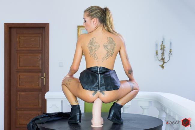 Silvia - Huge Dildo in Italian Ass (2020 CzechVRFetish.com CzechVR.com) [2K UHD   1920p  3.93 Gb]