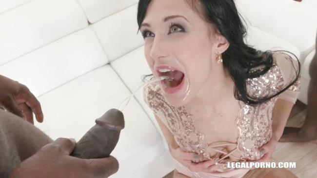 Nicole Love - Nicole Love is looking for guys to work on her the result is great pissing improvement IV159 (2021 LegalPorno.com) [HD   720p  1.98 Gb]