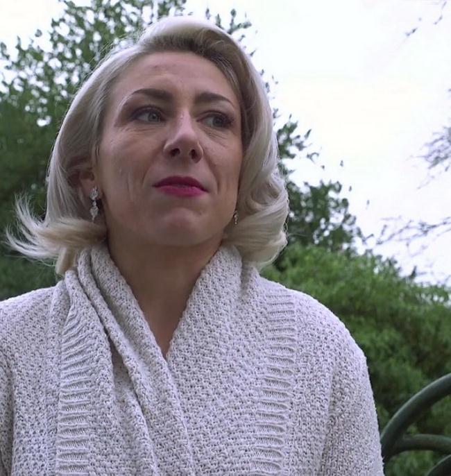 JacquieEtMichelTV.net Indecentes-Voisines.com: A deux dans l'anus de Julie Starring: Julie