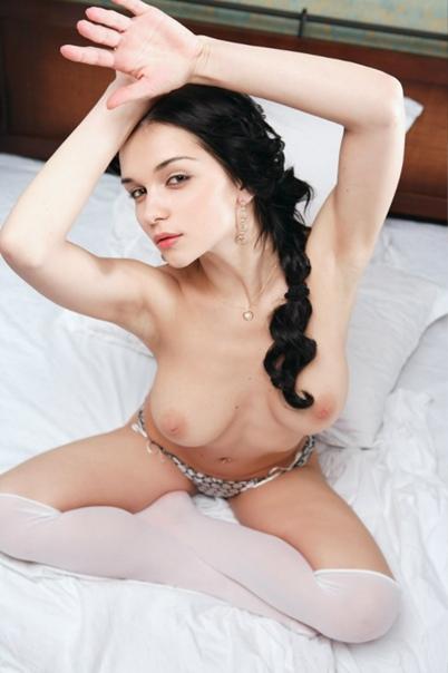 https://images2.imagebam.com/40/63/a5/696c5d1366351490.jpg