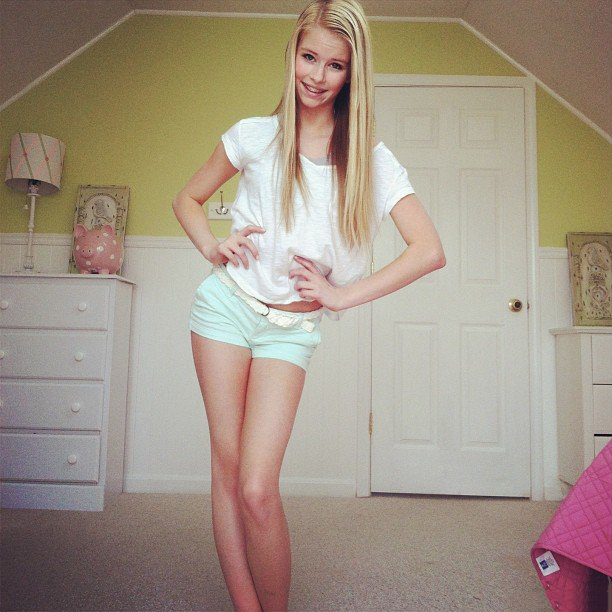Fresh Teen Photo Sets. Sexy Girls Nude at Home Selfshot Pictures!