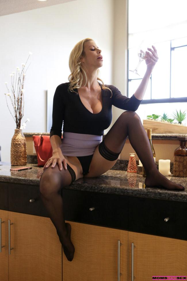 Alexis Fawx - Let Mommy Help You (2020 MomsTeachSex.com Nubiles-Porn.com) [FullHD   1080p  2.12 Gb]