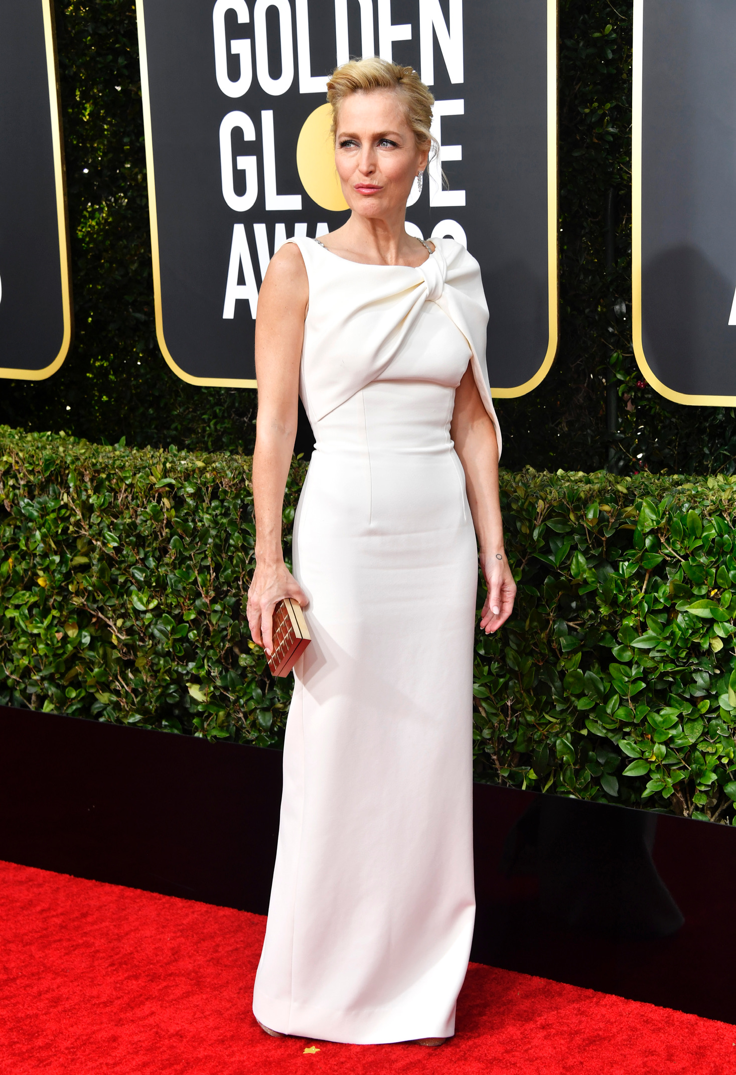Gillian Anderson – 77th Annual Golden Globe Awards in Beverly Hills – 1/5/20 (HQ)