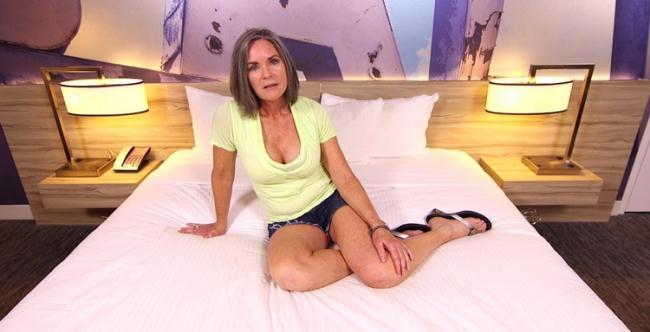 MomPov.com: Sexy cougar trying porn Starring: Livia