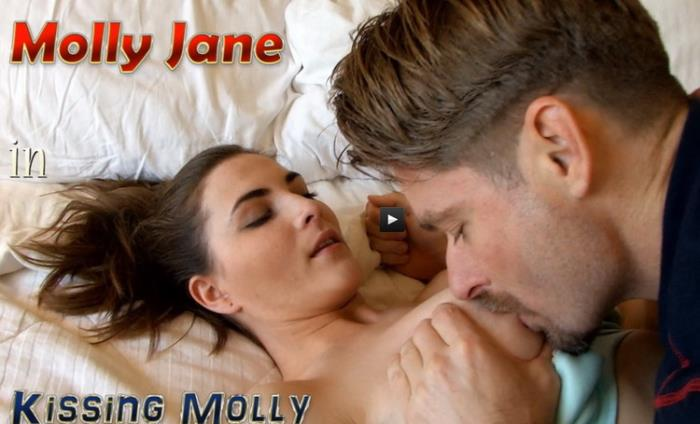 Molly Jane - in Kissing Molly (2021 JerkyWives.com Clips4Sale.com) [HD   720p  830.67 Mb]