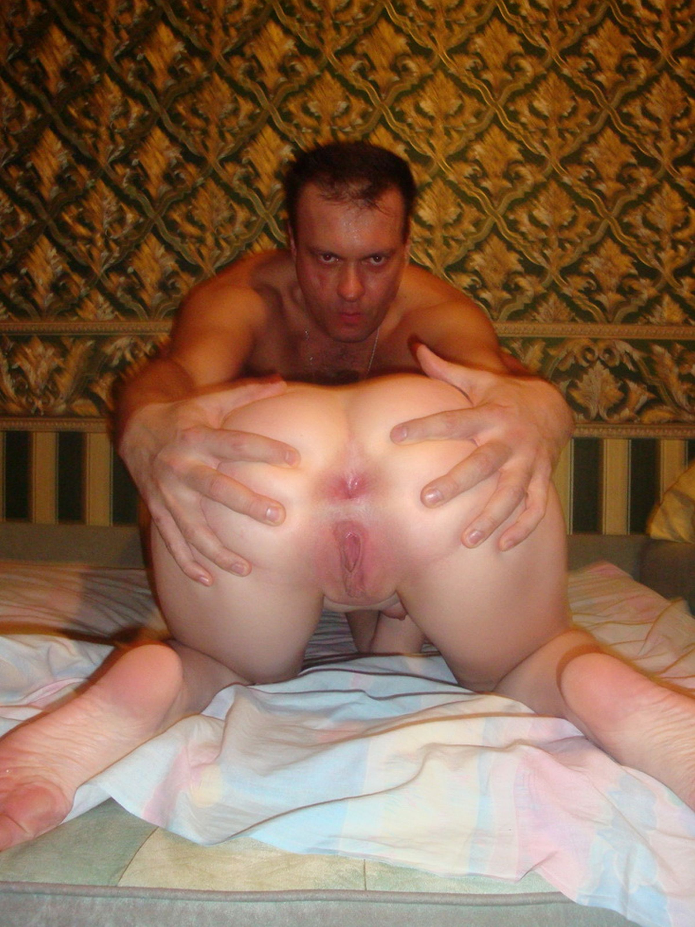 Порно муж дырочки жене