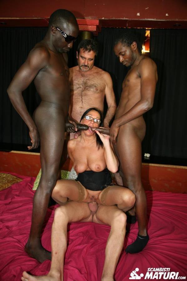 Laura Rey - Mature Italian newbie gets double penetrated in interracial swinger orgy (2020 ScambistiMaturi.com PornDoePremium.com) [FullHD   1080p  2.46 Gb]