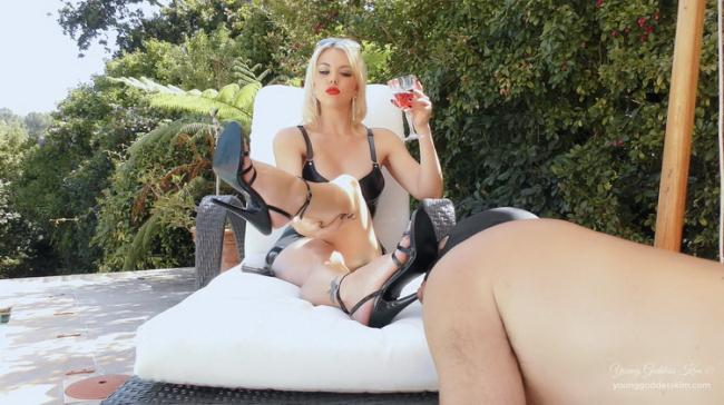 Young Goddess Kim - DAY IN THE LIFE AS A GARDEN ASHTRAY (2021 YoungGoddessKim.com Clips4Sale.com) [FullHD   1080p  758.3 Mb]