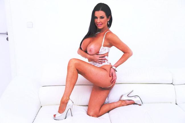 LegalPorno.com: Veronica Avluv fisted by Lady Dee, assfucked by monster cocks pissed all over SZ2139 Starring: Lady Dee