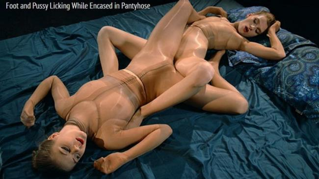 Merry Pie - Foot And Pussy Licking While Encased In Pantyhose (2021 StraplessDildo.com) [FullHD   1080p  1.79 Gb]