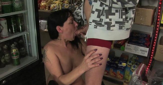 Amateur4you ManyVids.com TuttiFrutti.club: Mom and son in the grocery Starring: Amateur