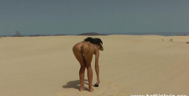 Hotkinkyjo: Hotkinkyjo sefl anal fisting and prolapse at the desert dunes Starring: HotKinkyJo