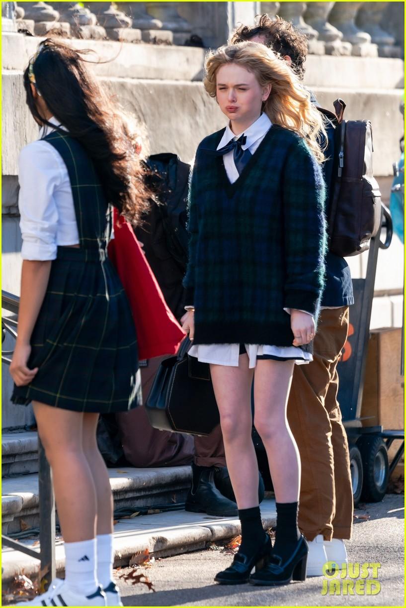 gossip-girl-in-school-uniforms-20.jpg