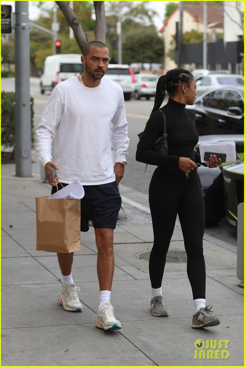 3jesse-williams-girlfriend-taylour-paige-smitten-spending-day-together-03.jpg