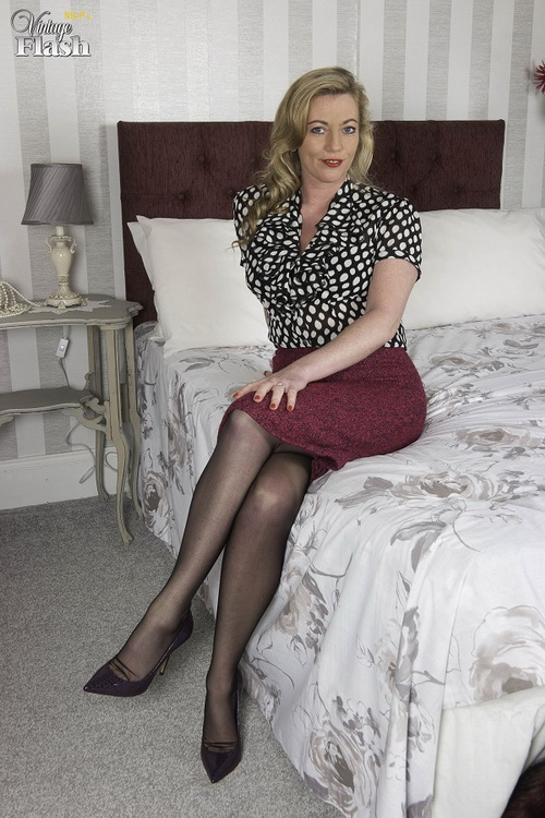 VintageFlash.com: Stay in tonight... Starring: Holly Kiss