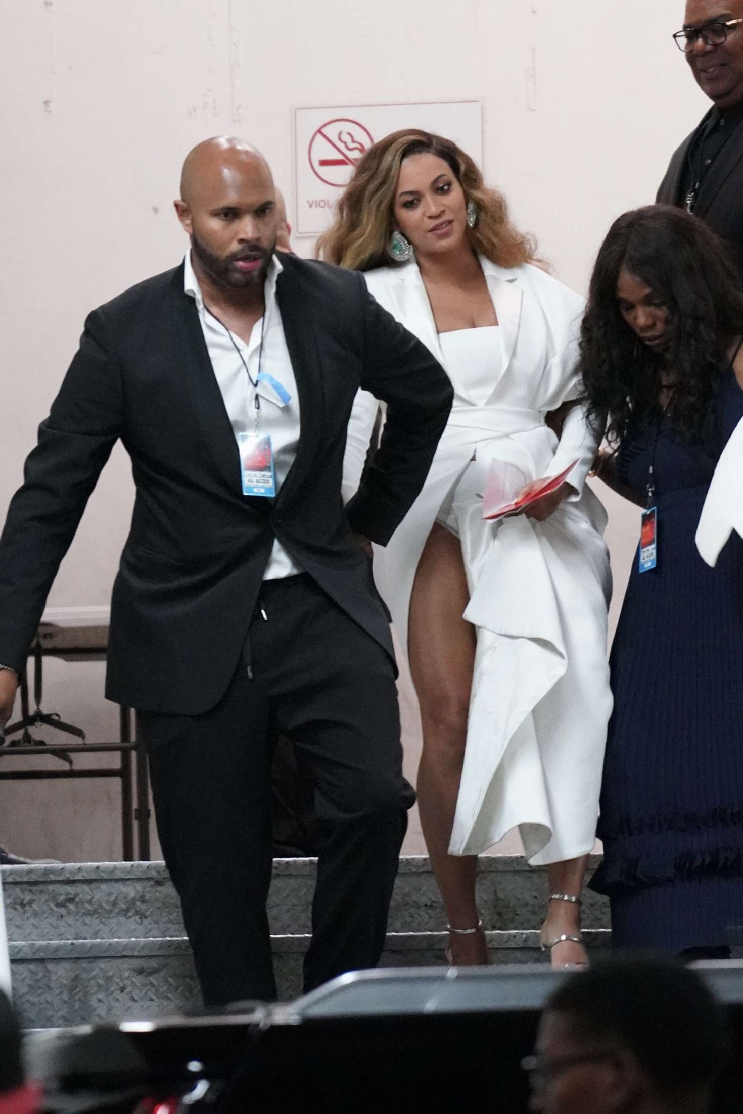 Beyonce_-Arrives-at-50th-Annual-NAACP-Image-Awards--11.jpg