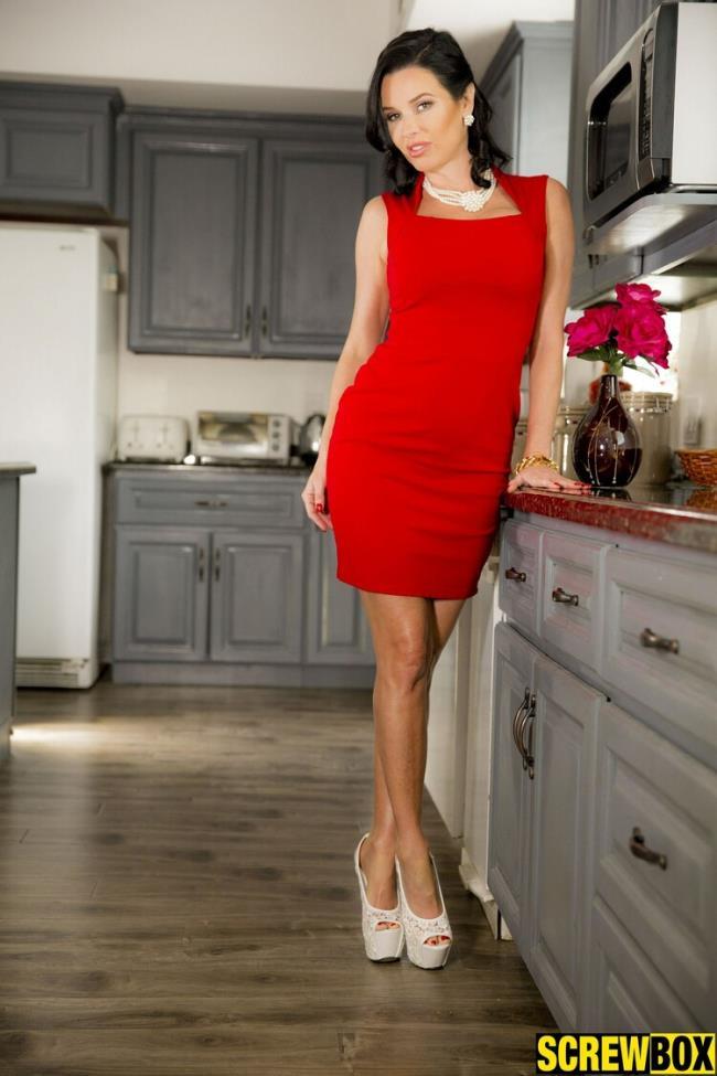 Screwbox.com: LILY MOM Starring: Veronica Avluv