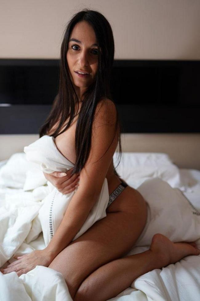 Danika Mori - Hot Bruenette Wants Anal Sex In The Morning (2020 TrueAmateurs.com) [FullHD   1080p  572.63 Mb]