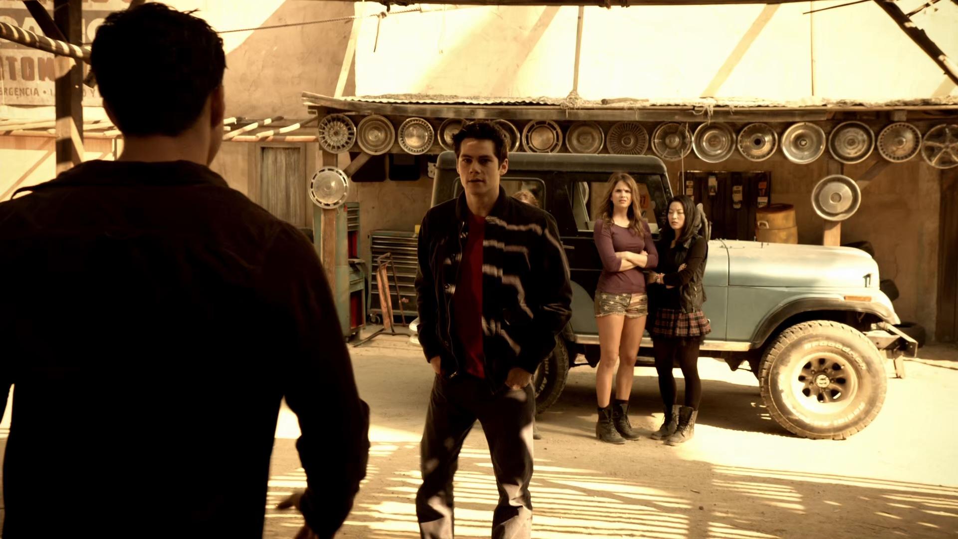Teen.Wolf.S04E01.The.Dark.Moon.BRRip.1080p.DD5.1.H265-d3g.mkv_snapshot_23.45.000.jpg
