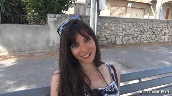 JacquieEtMichelTV Indecentes-Voisines.com: Candice, 25ans, nen peut plus dattendre… Starring: Candice