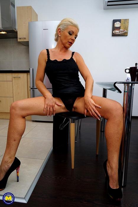 Krista E. - Steamy housewife fingering herself (2021 Mature.nl Mature.eu) [FullHD   1080p  463.68 Mb]