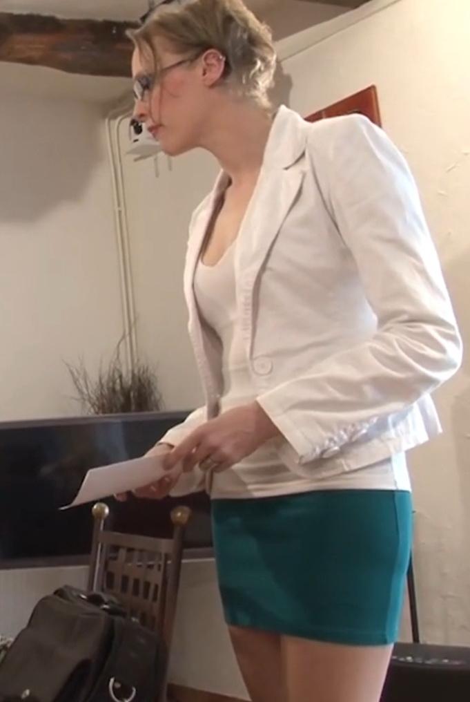 Angie - Prof a domicile, Angie en profite pour baiser un coup! (2021 LaFRANCEaPoil.com) [HD   720p  479.19 Mb]