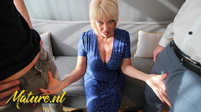 MomsLoveAnal: Didnt Expect to get Double Penetrated by 2 Big Dicks Starring: British Mom