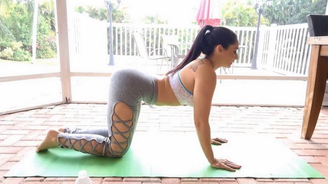 Sheena Ryder - Stretching Mom Out (2021 MyPervyFamily.com) [FullHD   1080p  1.42 Gb]