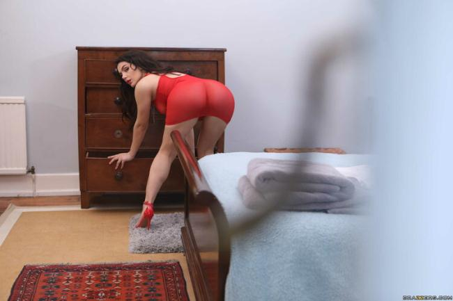 Valentina Nappi - Covet Thy Neighbor's Ass (2021 BigButtsLikeItBig Brazzers) [HD   720p  521.96 Mb]
