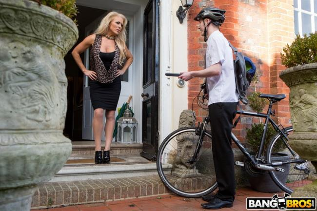 Rebecca Jane Smyth - Having Her Way With A Rookie (2020 MomIsHorny.com BangBros.com) [HD   720p  1.25 Gb]